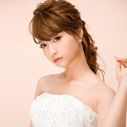 白ドレス×ポニーテール