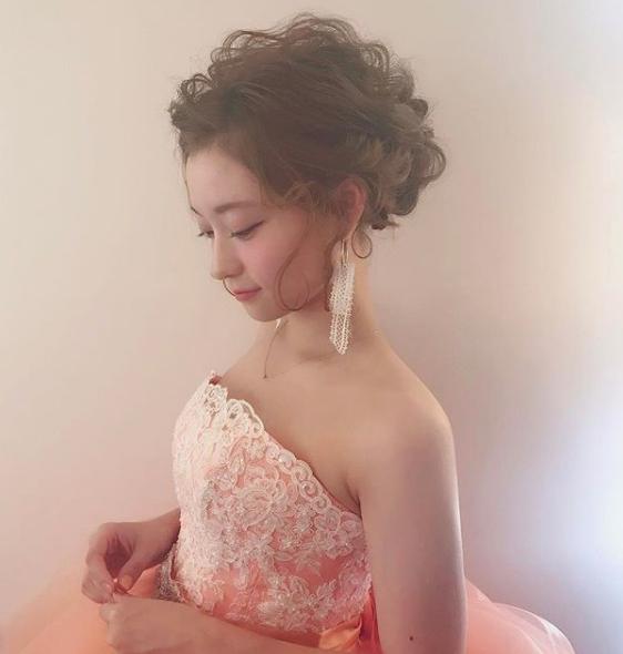 ドレスに合う流行ヘアスタイルBEST3!01